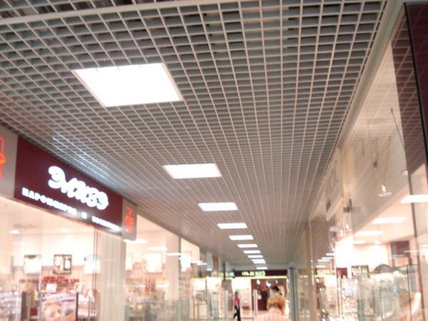 Потолок Грильято 100х100 ( выс.40/шир.10) черный А911 rus