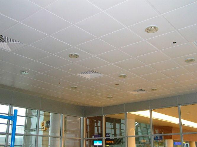Кассетные Металлический кассетный потолок AP600A6/90°/Т-24/(T-15) белый матовый А902 rus перф. Эконом